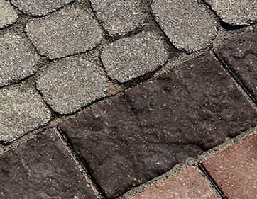 Hardscapes, Pavers<br>& Retaining Walls
